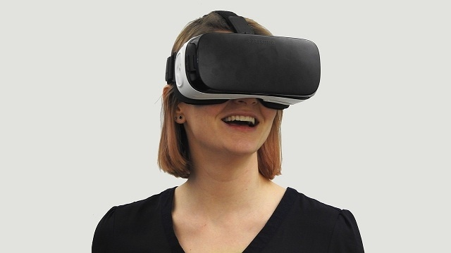 522055-woman-vr-virtual-reality-technology-virtual-pixabay